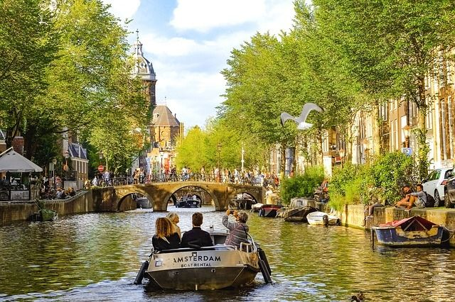 10 Things to Do in Amsterdam Canal Cruise