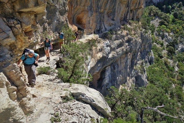 Selvaggio Blu Sardinien Steilwand