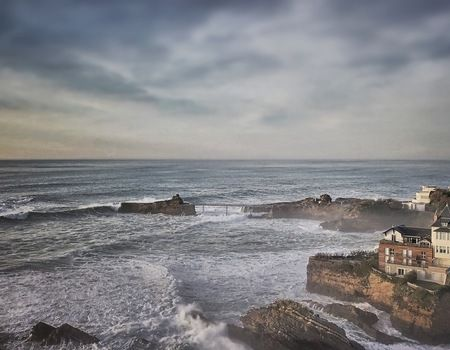 Surfer sur la Côte des Basques
