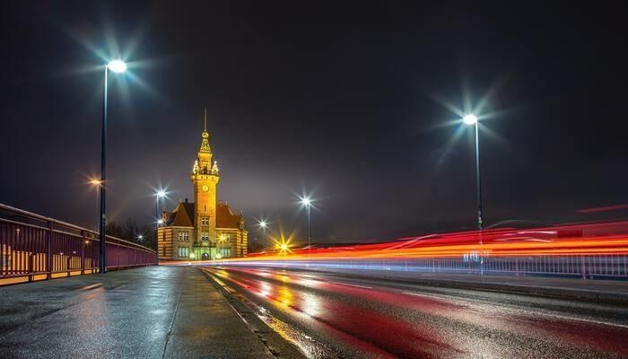 Brug en kerk in Dortmund Duitsland
