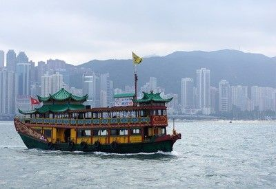Authentieke boot in Victoria Harbour Hong Kong