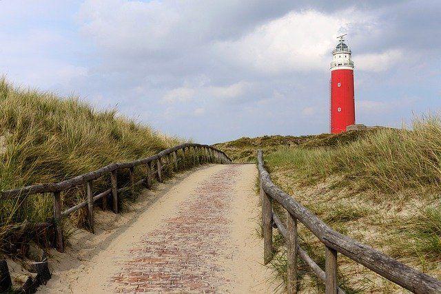Roter Leuchtturm an der Nordsee
