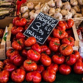 Provençaalse tomaten op markt