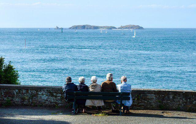 Seniorengruppe am Meer