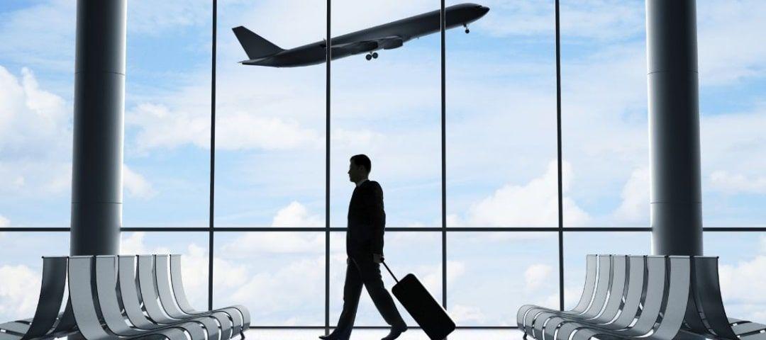 Homme aéroport