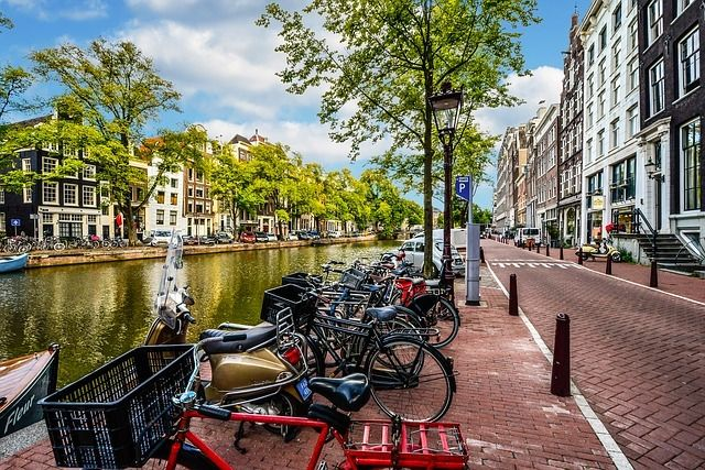 Discover Amsterdam and Its Canals