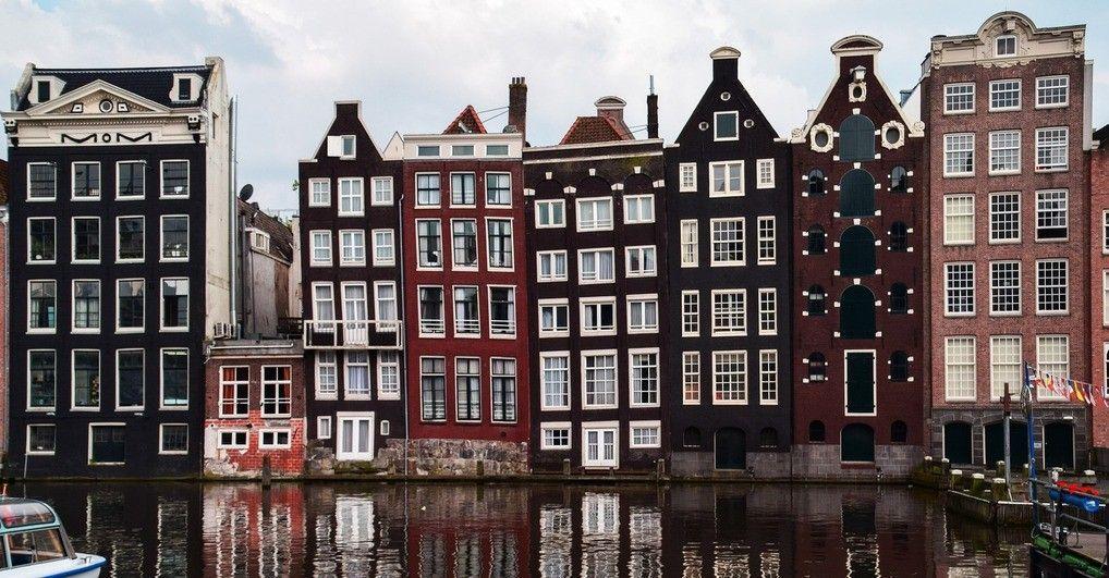 Amsterdam huizen aan gracht