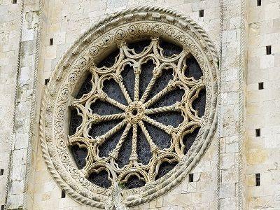 vetrata chiesa marche