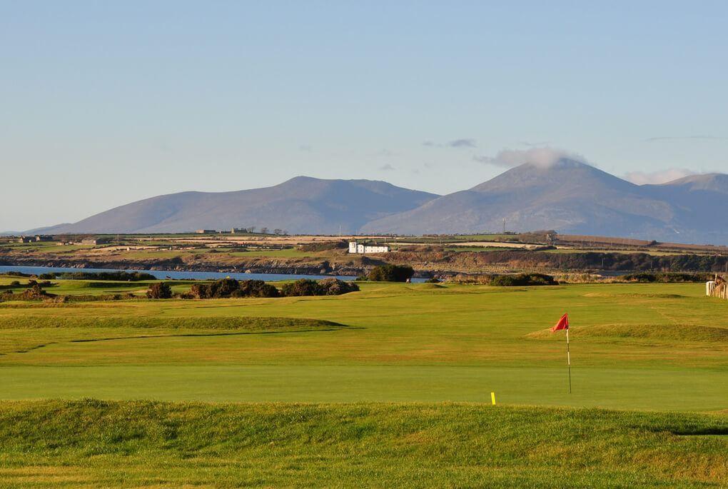 Beautiful green golfcourse in Ireland