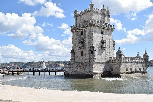 Discover the City Squares of Lisbon