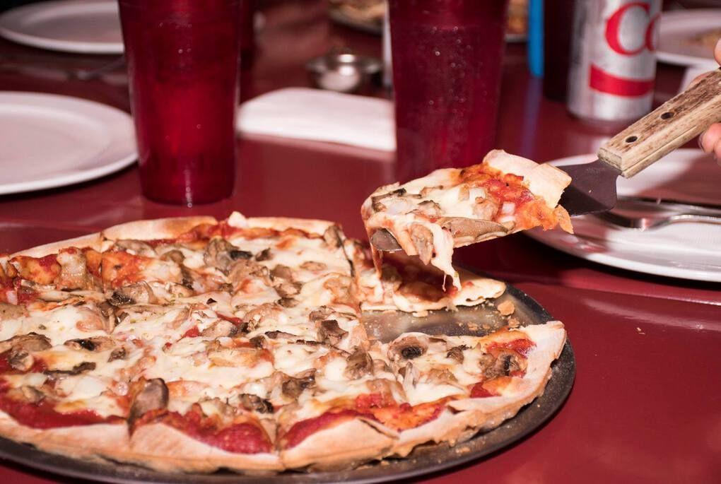 Milwaukee-Style Pizza - Milwaukee Food Tours
