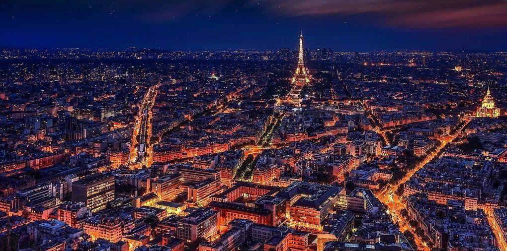 Paris vue aerienne nuit