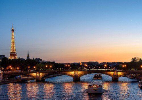Rivier en Eiffeltoren Parijs