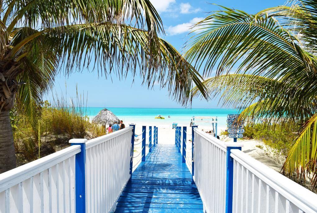 Boardwalk to the beach in Jamaica